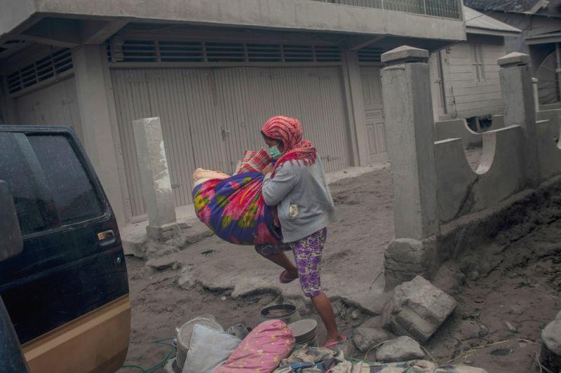 Последствия извержения вулкана в Индонезии