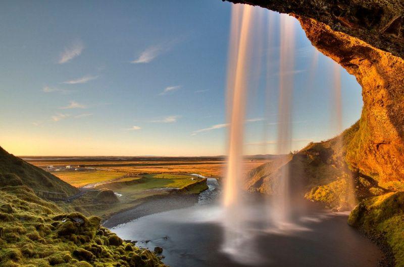 Живописный норвежский водопад Сельяландсфосс