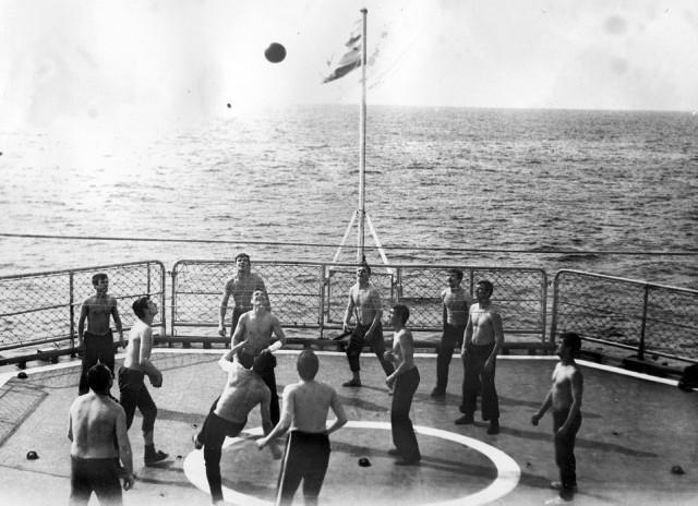 Моряки в часы досуга