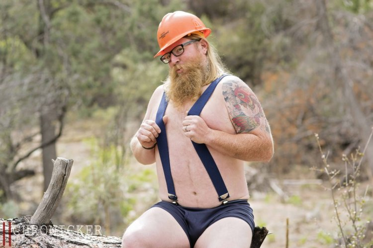 Ироничная фотосессия американского пожарного