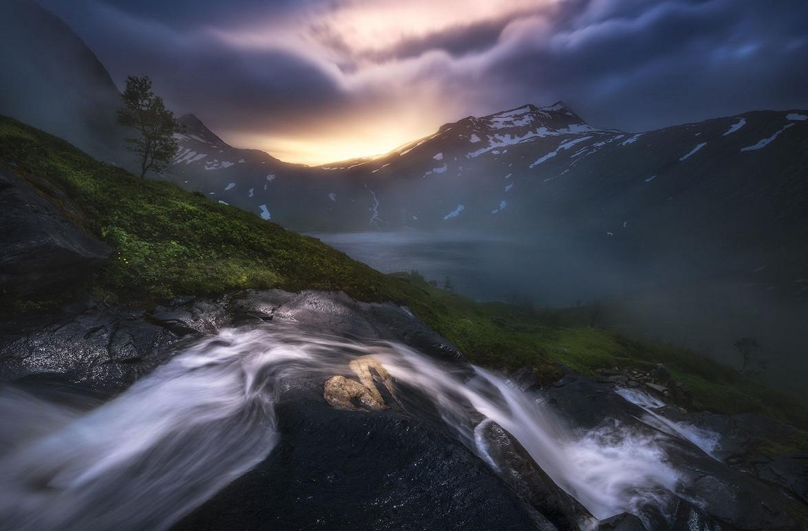 Темная красота в пейзажах Саймона Роппеля
