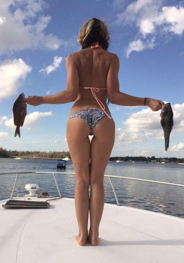 Сексуальные девушеки на рыбалке