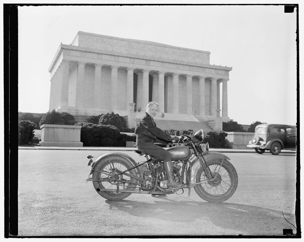 Винтажные фото прекрасных девушек на мотоциклах