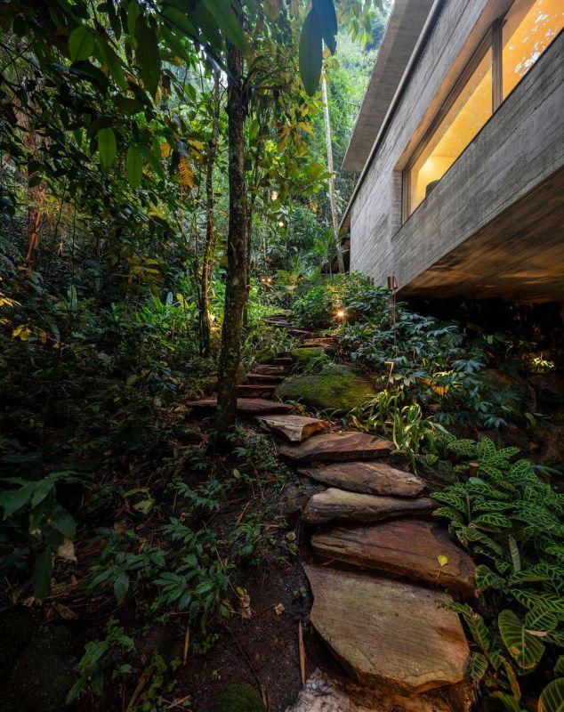 Особняк в бразильских джунглях