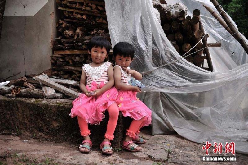 В китайской деревне Циньян проживает 39 пар близнецов