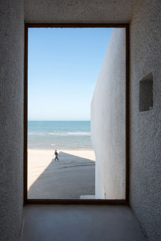 Часовня на берегу океана в Китае