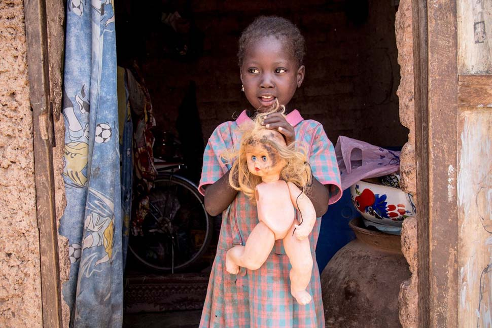 Не плюшевым мишкой единым: любимые игрушки детей из разных стран