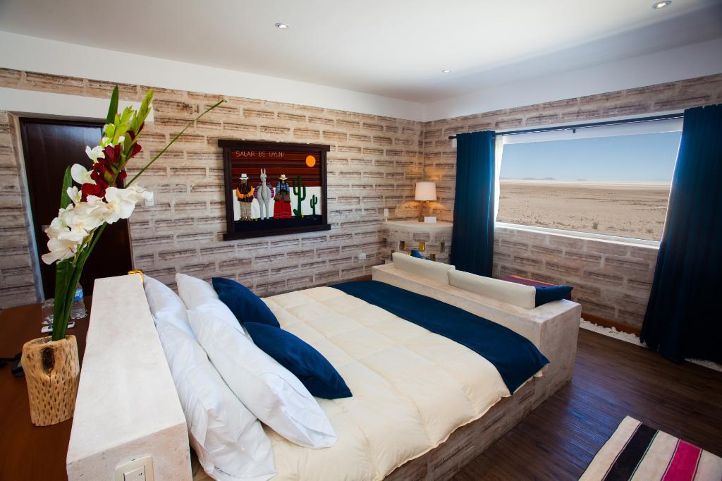 Отель из соли на солончаке Уюни