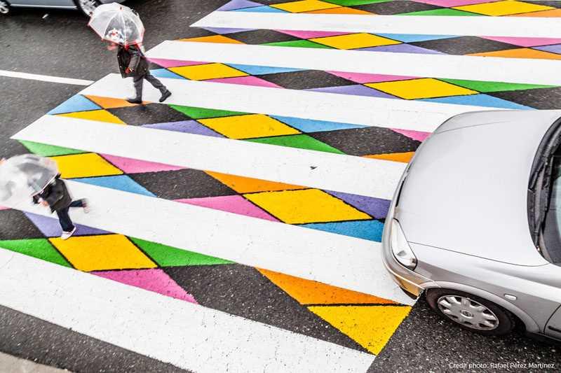 Красочные пешеходные переходы на улицах Мадрида