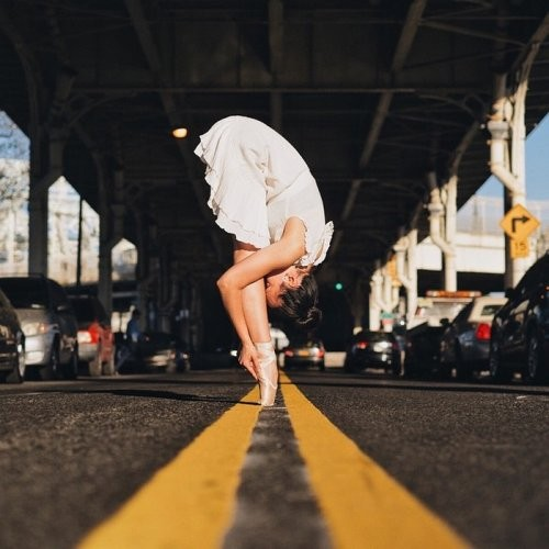 Танцоры на улицах Нью-Йорка в фотографиях Омара Роблеса