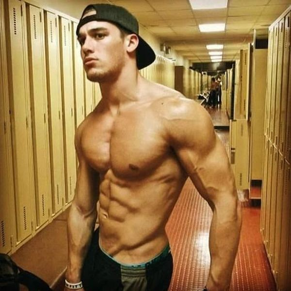 Мускулистые парни специально для девушек