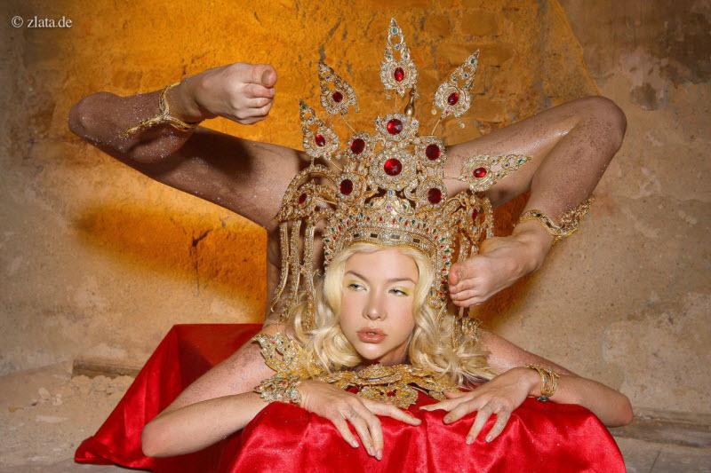 Злата - самая гибкая женщина в мире