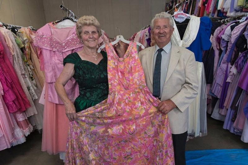 За 56 лет брака мужчина купил жене 55 тысяч платьев
