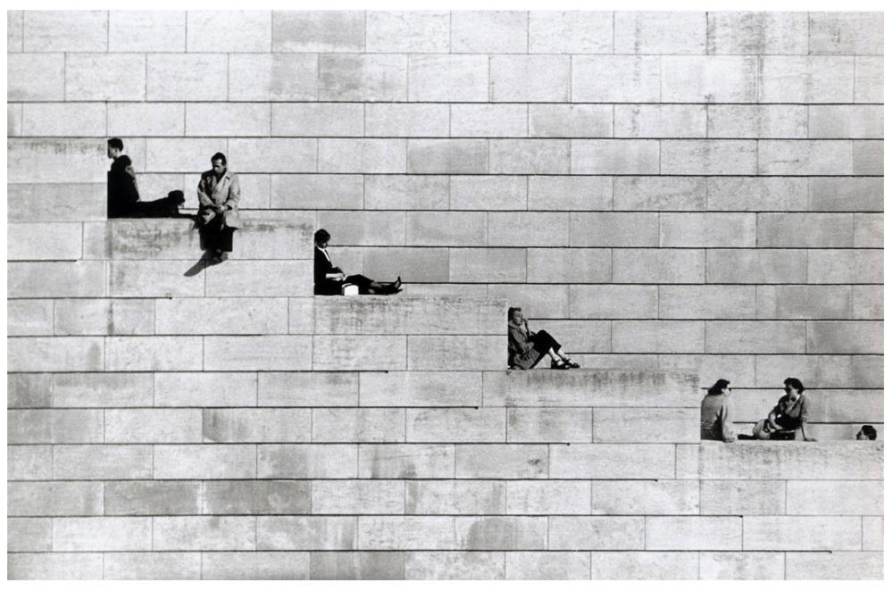 Шедевры уличной фотографии: реальная жизнь в каждом снимке от мастеров