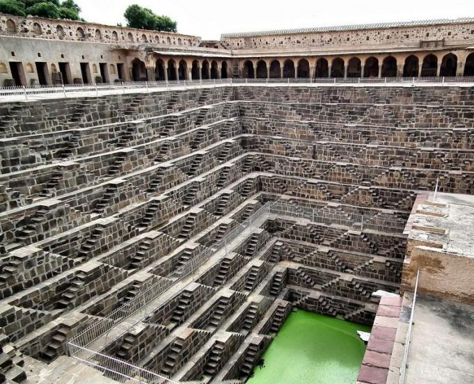 Чанд Баори — старый колодец в Индии