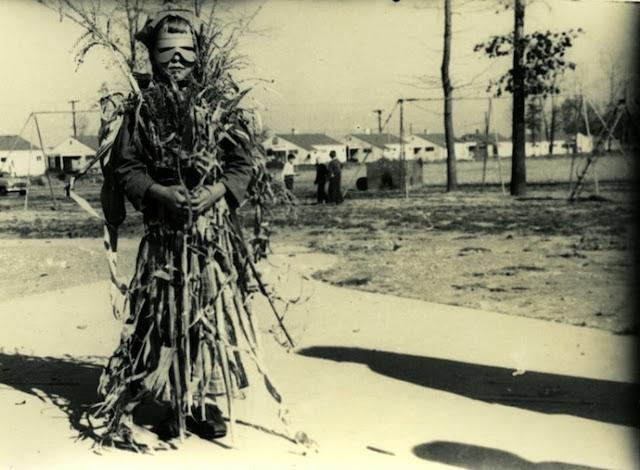 Жутковатые костюмы на Хэллоуин из прошлого