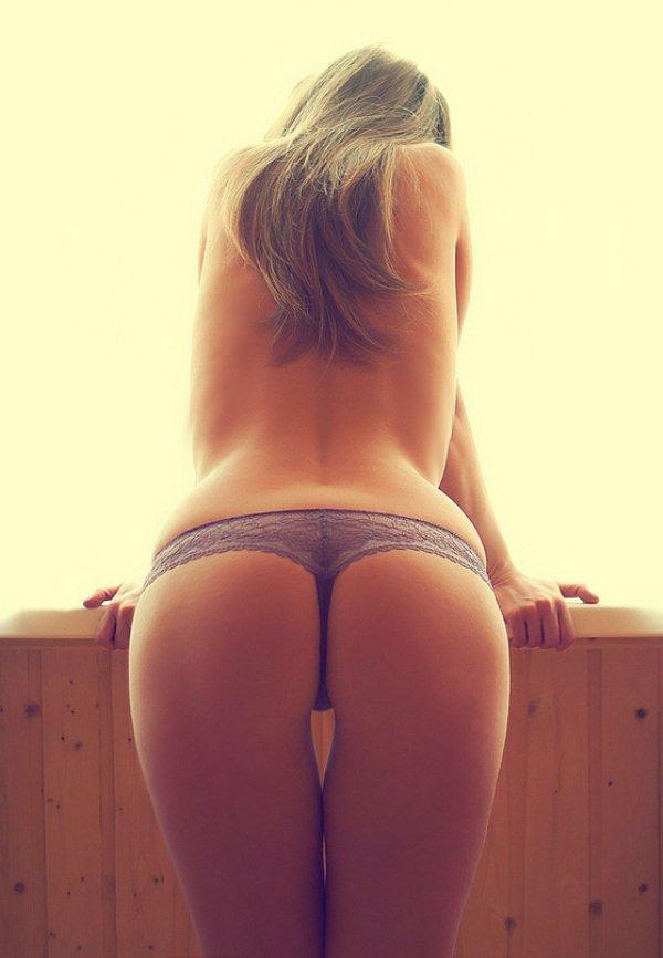Красивые девушки: вид спереди и сзади