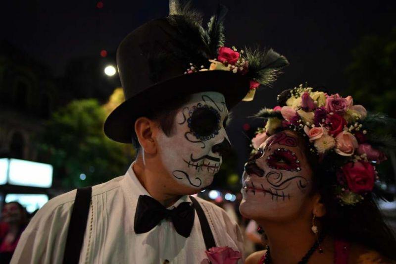 Подготовка к празднованию Дня мертвых в Мексике