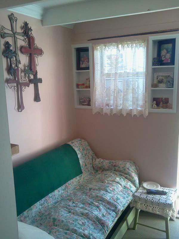 Бабушка обустроила годное двухэтажное жилье в сарае, когда отдала дочери и внукам дом