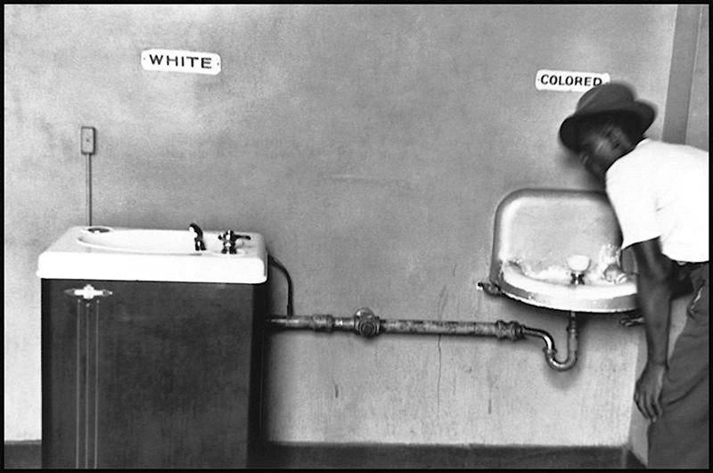 Черно-белая ирония от Эллиотта Эрвитта