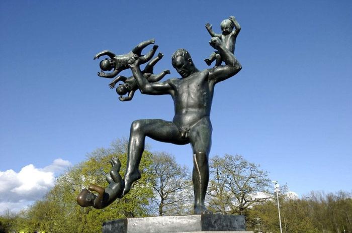 18 уродливых и нелепых статуй со всего мира