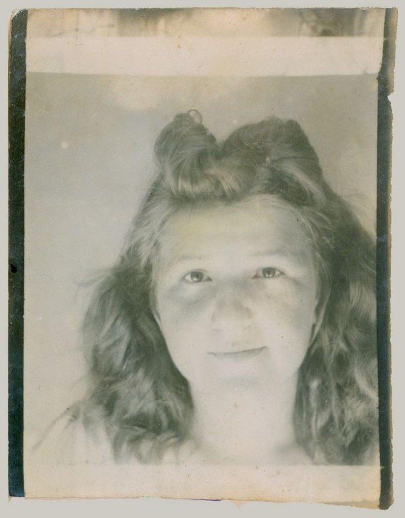 Селфи девушек из прошлого века