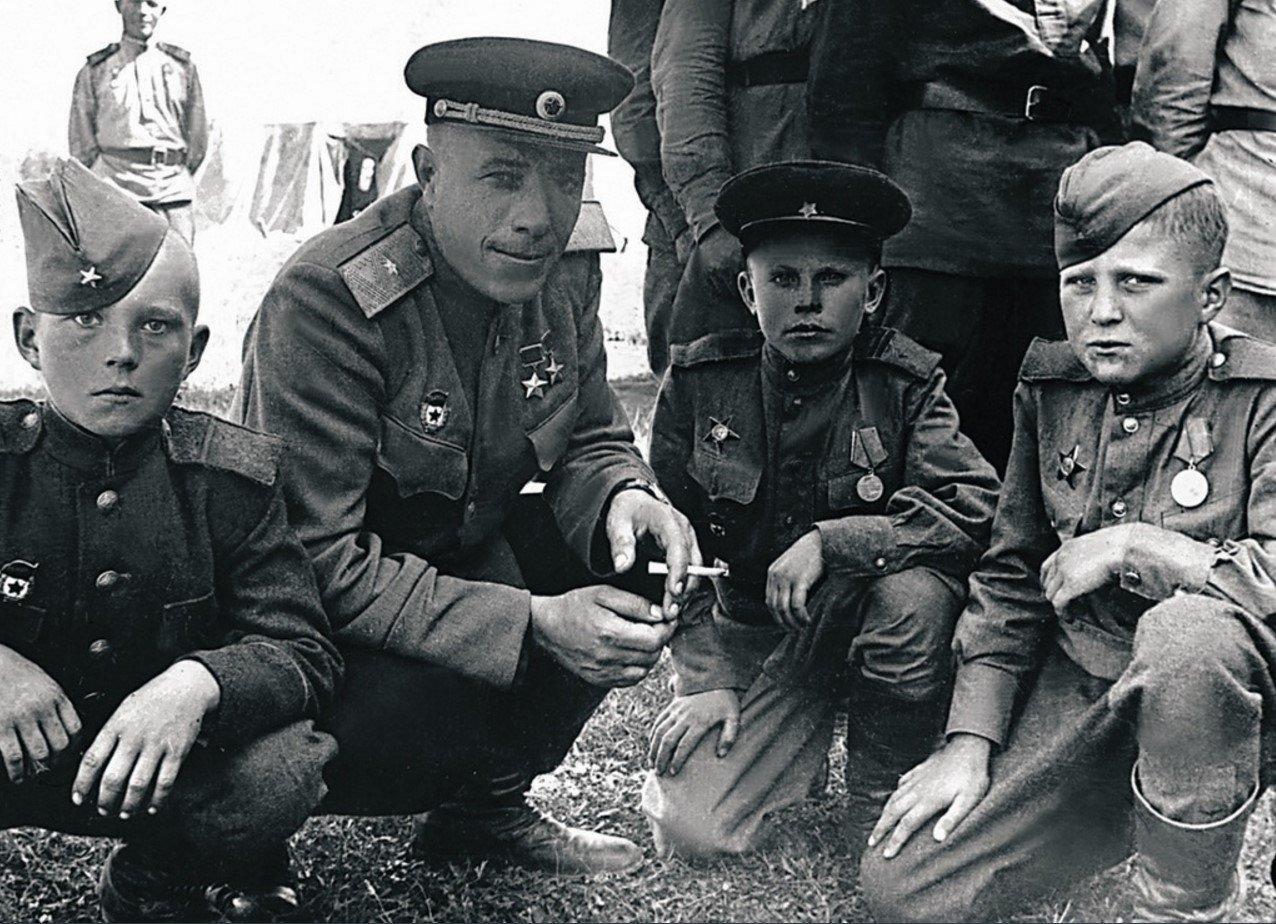 Небольшая подборка фотографий военных лет: 1945