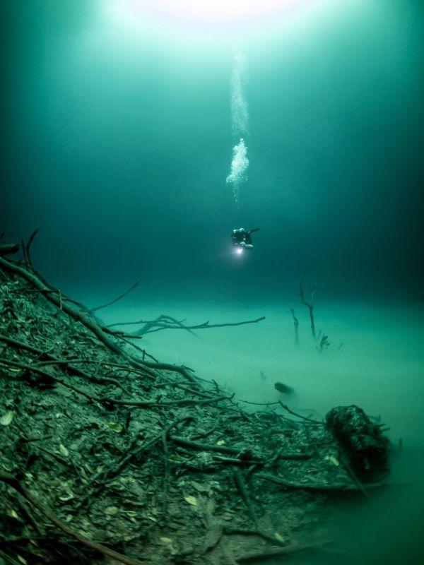 Загадочное озеро в затопленной пещере