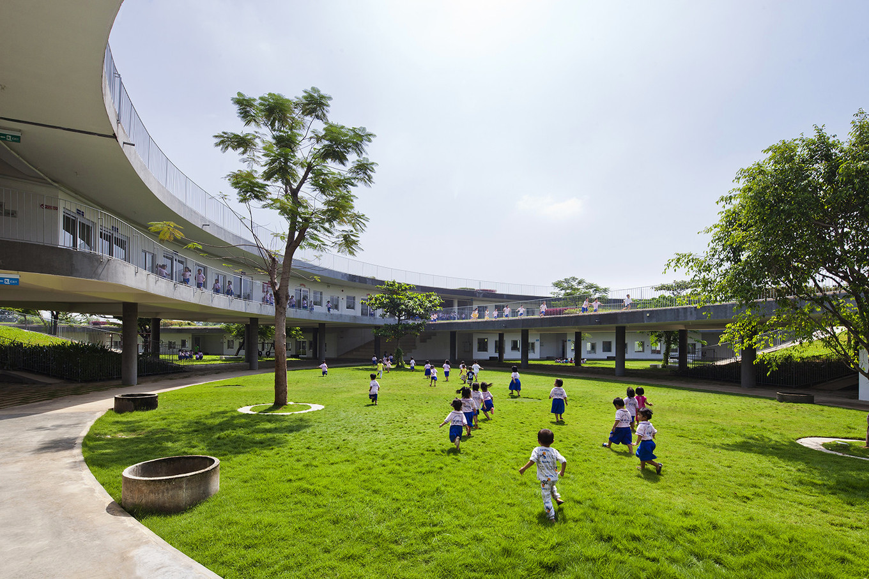 Детский сад с собственной плантацией овощей во Вьетнаме