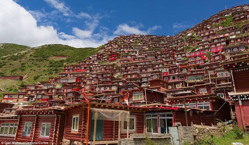 Крупнейшая буддийская академия в мире