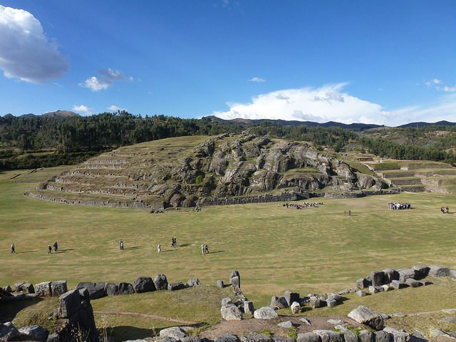 Крепость инков Саксайуаман - одно из самых древних зданий на планете