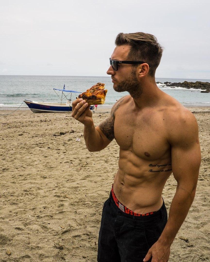 Англичанин путешествует и ведёт необычный Инстаграм о пицце