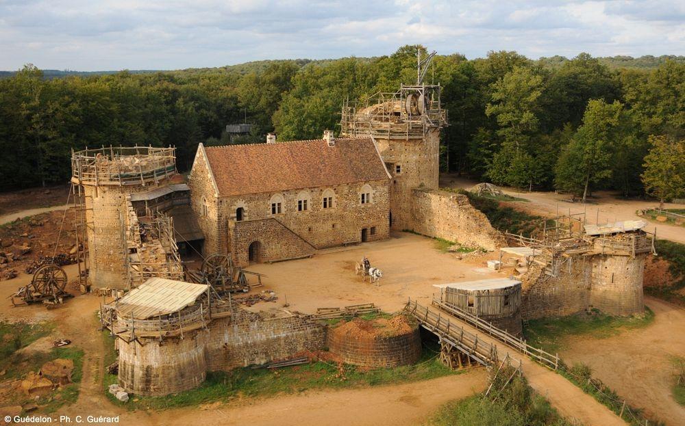 Геделон — средневековый замок во Франции, который строят сейчас