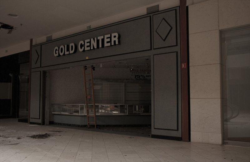 Как выглядит торговый центр всего через год после закрытия