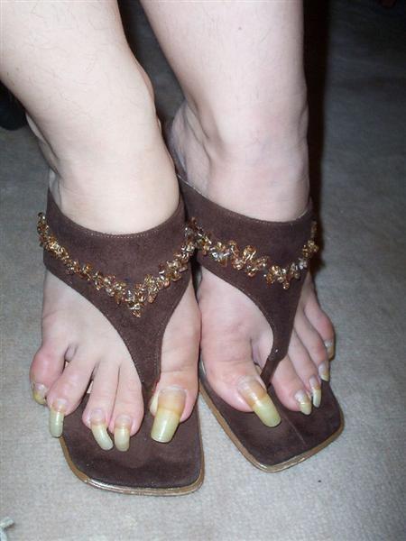 Люди с длинными ногтями