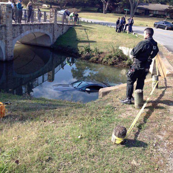 Подростки разбили и утопили спорткар Aston Martin