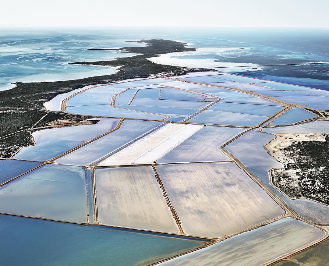 Снимки солеварен с высоты: между фотографией и живописью