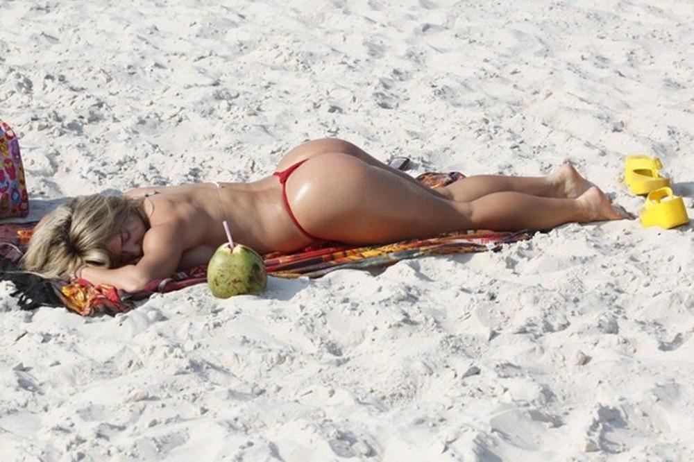 Горячие дамы на пляжах Бразилии