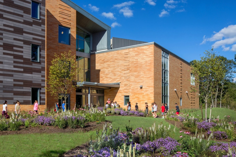Здание начальной школы в США