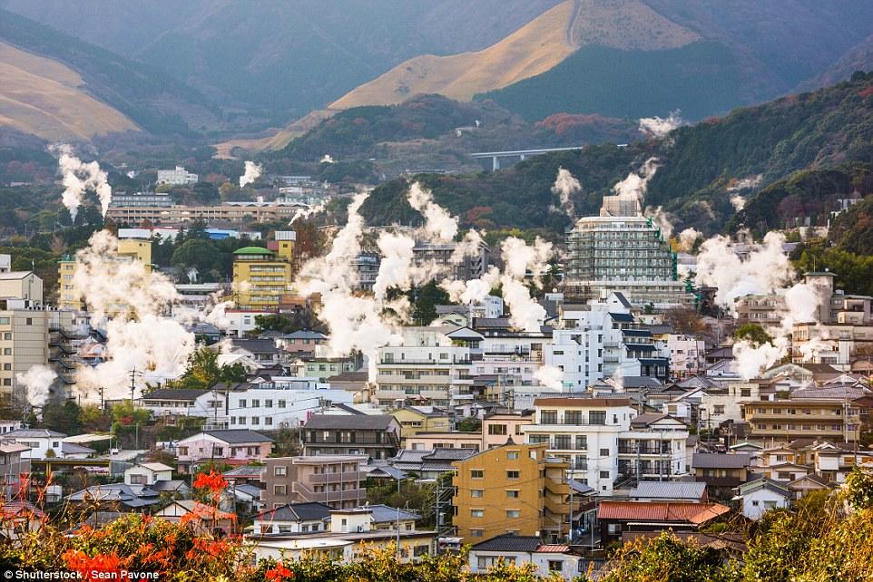 Японский город Беппу, который стоит на вулкане