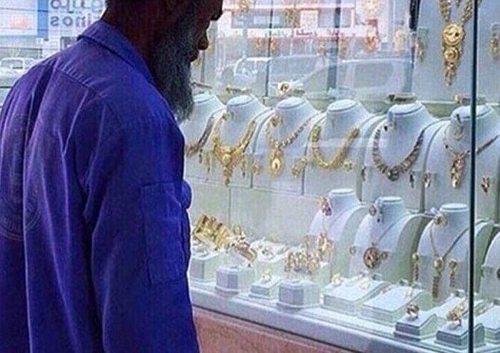 Добрые жители Саудовской Аравии озолотили уборщика