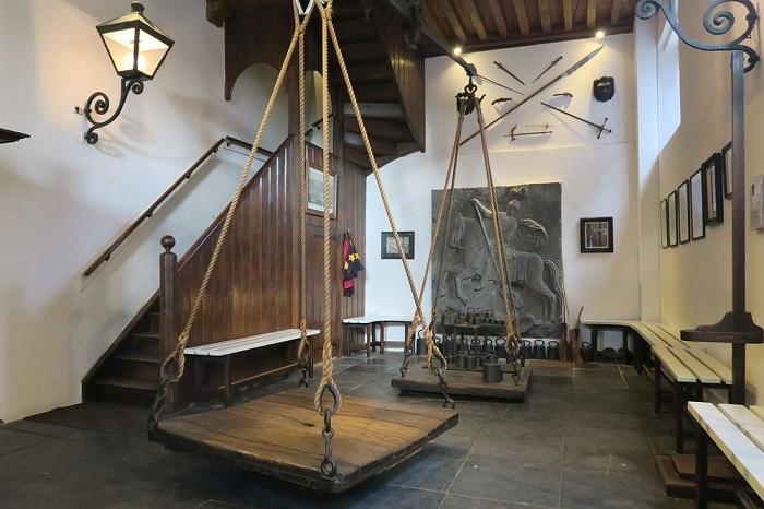 Ведьмины весы: как отличали ведьму от благонравной дамы