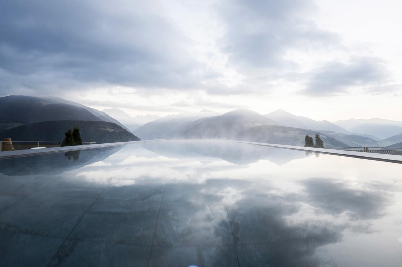 Небесный бассейн отеля Hubertus