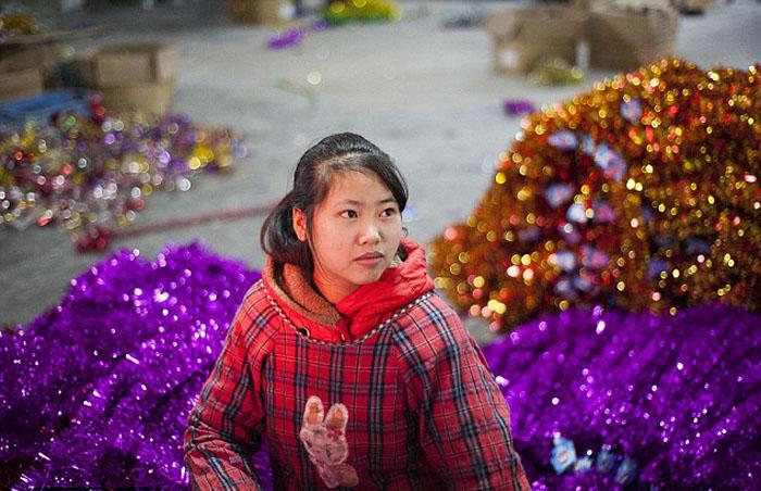 Город Рождества: на производстве китайских новогодних игрушек