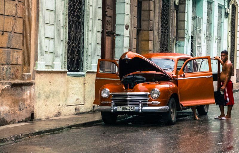 Ухоженные классические автомобили на Кубе