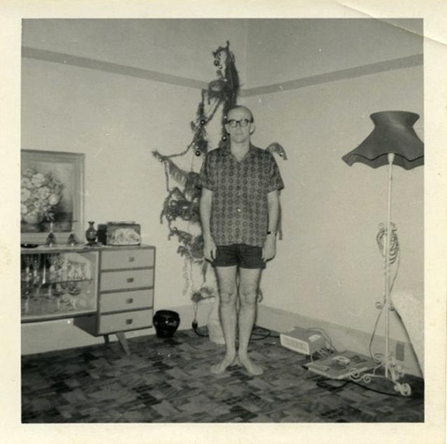 Забавные фото под елочкой из старых альбомов