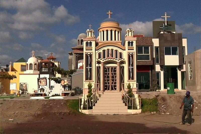 Роскошные мавзолеи мексиканских наркобаронов