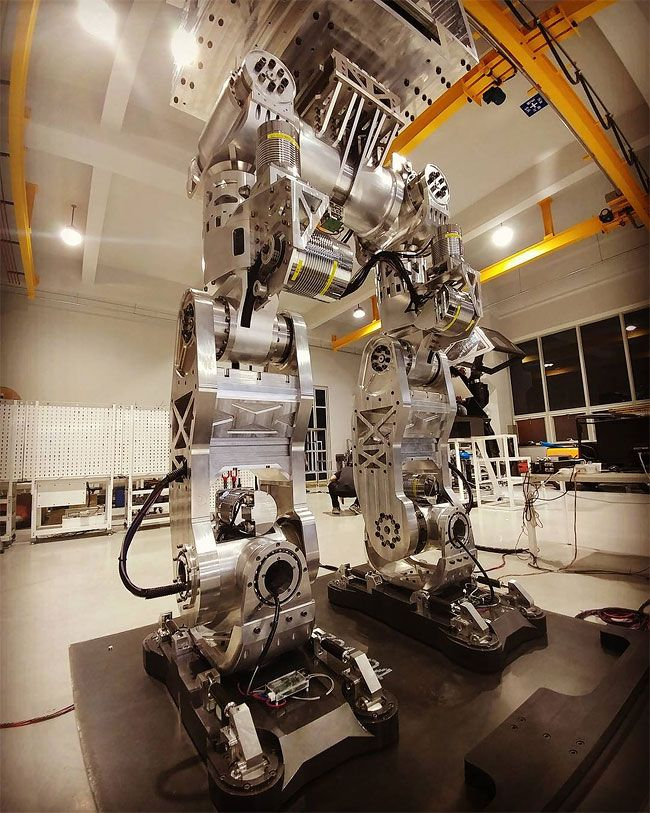 Корейские инженеры построили действующего механоида