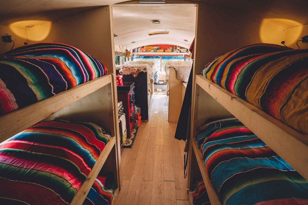 Дом на колесах из школьного автобуса