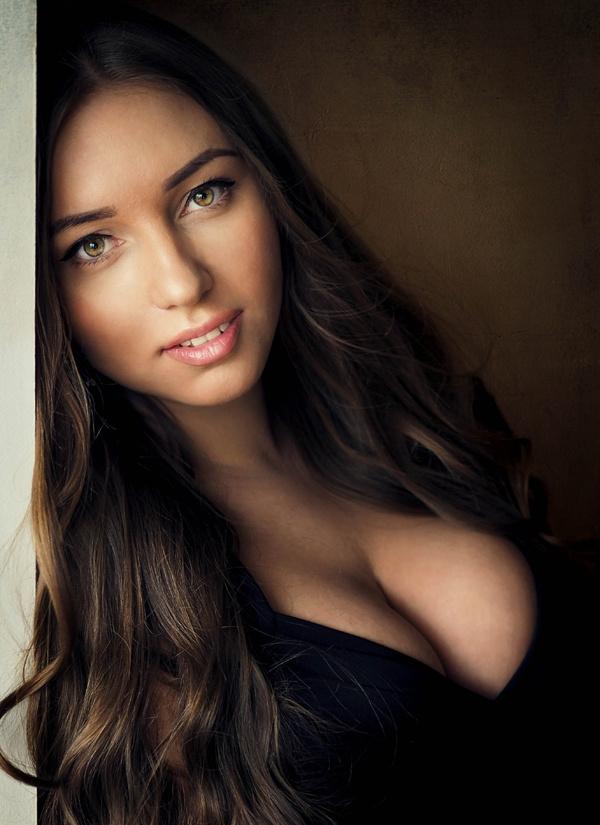 Красивые девушки и их декольте